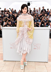 SoKo paired her frothy dress with sky-high mint-green platform sandals.