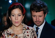 Princess Mary wore elegant black pearl earrings that dangled from two gold hoops.