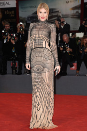 Hofit Golan looked very modern in this grid-patterned column dress during the Venice Film Fest premiere of 'The Danish Girl.'