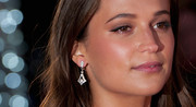 Alicia Vikander attended the UK premiere of 'The Danish Girl' wearing a gorgeous pair of dangling diamond earrings.