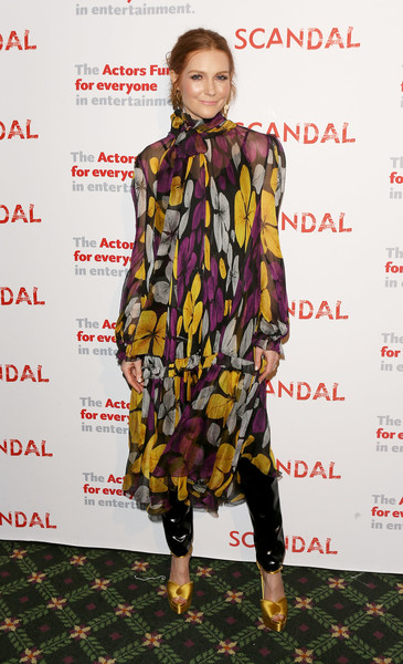 Darby Stanchfield Print Dress [scandal finale live stage,series finale,clothing,fashion model,footwear,fashion,fashion show,outerwear,fashion design,premiere,carpet,street fashion,darby stanchfield,reading,stage,benefit the actors fund,reading,california,los angeles,actors fund]