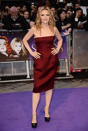 Michelle Pfeiffer heated up the 'Dark Shadows' premiere with this deep red strapless dress.