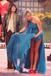 Helene Fischer did a bit of color blocking by pairing red platform peep-toes with her teal dress during the 'Das Herbstfest Der Abenteuer' show.