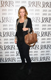 Fleur paired her black blazer with a brown leather shoulder bag.