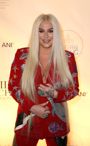 Kesha sported super-long straight tresses at the National Night of Laughter and Song event.