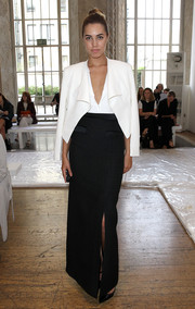 Amber Le Bon made a very classy choice with this white cropped jacket layered over a low-cut top when she attended the Temperley London fashion show.