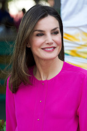 Queen Letizia of Spain wore her hair in a simple center-parted style while touring Haiti.