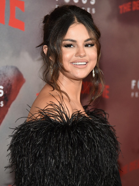 Selena Gomez looked romantic wearing this loose bun with wavy tendrils at the New York premiere of 'The Dead Don't Die.'
