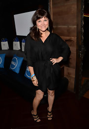 Tiffani Thiessen chose a black wrap dress to give her a casual and fun look.