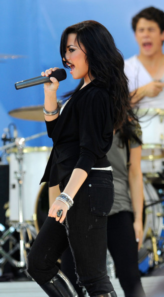 Demi Lovato Bangle Bracelet [good morning america,performance,singer,music artist,singing,music,performing arts,musician,song,event,pop music,demi lovato,jonas brothers,new york city,rumsey playfield,abc,concert series]