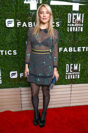 Kate Hudson's tights gave her look a demure touch.