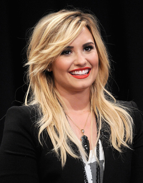 Demi Lovato Layered Cut [late night with jimmy fallon,hair,face,blond,hairstyle,eyebrow,lip,layered hair,chin,beauty,long hair,demi lovato,new york city,rockefeller center,visits]