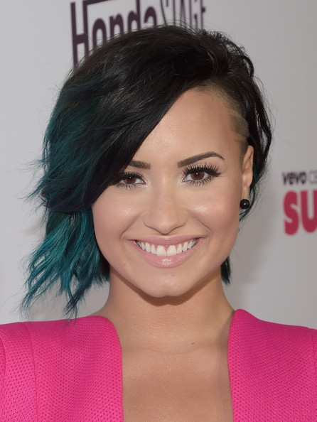 Demi Lovato Layered Razor Cut [hair,face,hairstyle,eyebrow,forehead,chin,lip,beauty,black hair,eyelash,demi lovato,superfanfest,arrivals,singer,certified,vevo,hair,hair,hairstyle,honda,demi lovato,hairstyle,hair,black hair,blue hair,celebrity,blond,image,vevo certified]