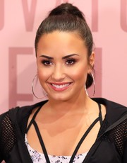 Demi Lovato swept her hair up into a high ponytail for her visit to Fabletics.