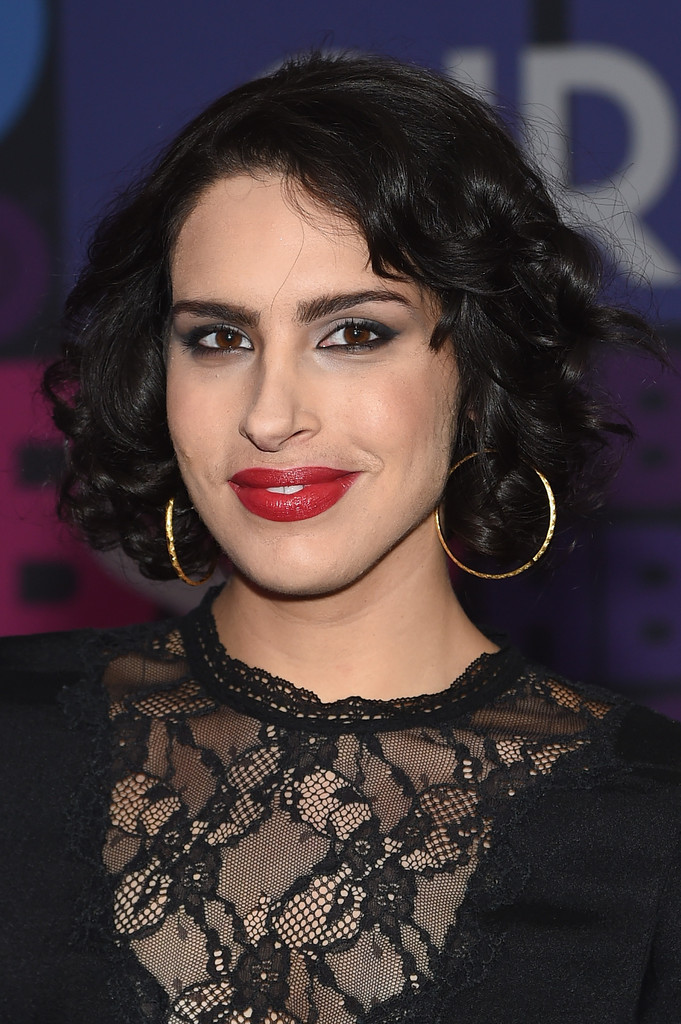 Desiree Akhavan Short Curls Short Hairstyles Lookbook
