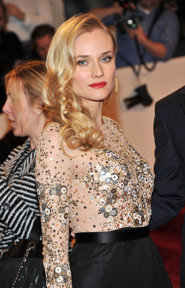 Diane Kruger Long Curls [alexander mcqueen: savage beauty,hair,fashion model,human hair color,hairstyle,beauty,blond,fashion,flooring,lady,long hair,arrivals,diane kruger,alexander mcqueen: savage beauty costume institute gala,metropolitan museum of art,new york city,costume institute gala]