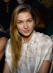 Jessica Hart kept her look casual yet pretty with straight side-parted layers and natural makeup during the Diane Von Furstenberg fashion show.