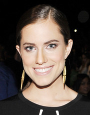 Allison Williams pulled her hair back in a simple side-parted ponytail for the Diane Von Furstenberg fashion show.