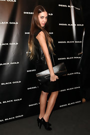 Amber Le Bon carried an oversized leather purse at the Disel Black Gold Fall 2012 fashion show.