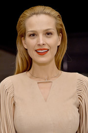 Petra Nemcova kept it fuss-free with this straight, partless hairstyle at the Dinner for Equality.