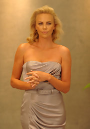 This hairstyle's soft waves are very retro, just like Charlize's Dior dress.