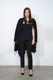 Liv looked totally stylish when she mixed navy and black at the Dior Cruise Collection presentation.