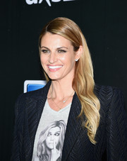 Erin Andrews styled her hair with sweet, subtle waves for the DirecTV Super Saturday Night.