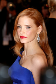 Jessica Chastain's red lipstick contrasted beautifully with her electric-blue dress.