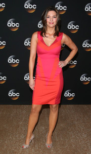 Alana De La Garza showed off her slim physique in a red and pink sheath dress during the TCA Summer Press Tour.