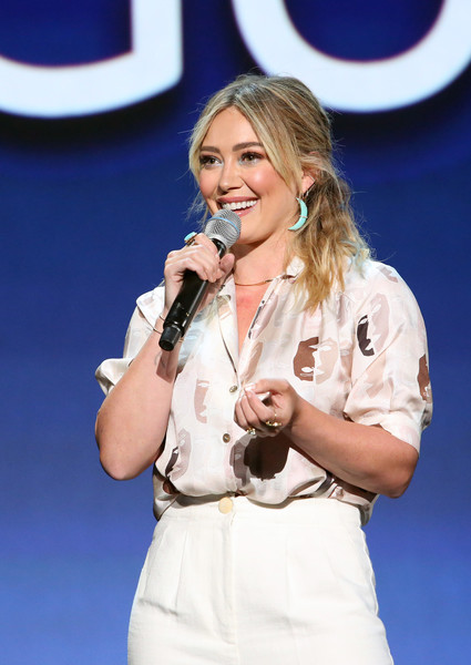 More Pics of Hilary Duff Leather Purse (4 of 6) - Evening Bags Lookbook - StyleBistro [lizzie mcguire,performance,singing,singer,music artist,performing arts,event,talent show,song,music,hilary duff,disney showcase presentation,part,anaheim,calif,disney\u00e2,d23 expo]