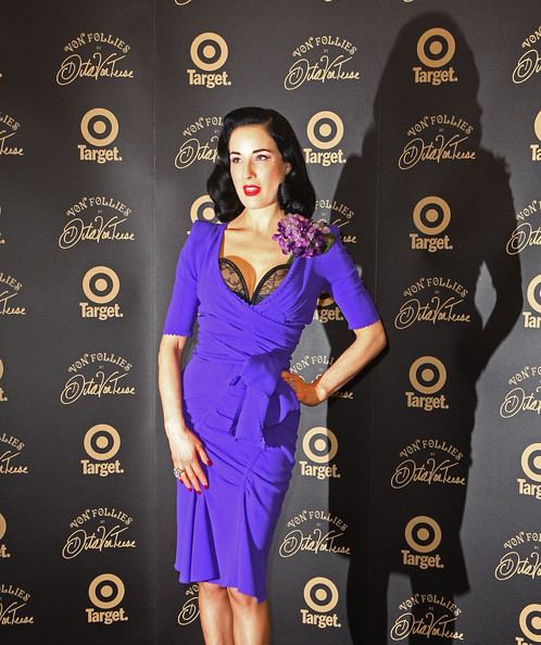 Dita+Von+Teese in Dita Von Teese Von Follies Photo Call