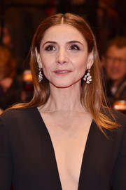 Clotilde Courau added some sparkle with a pair of diamond chandelier earrings.