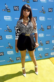 Jennifer Hudson made even a blouse and shorts look diva glam with this leopard-print ensemble.