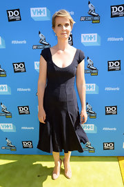 Cynthia stuck to a fashion staple when she wore this scoop neck LBD with a fitted pleated skirt.