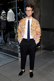 Brad Goreski is never one to shy away from print and color as he showed with this patterned blazer.