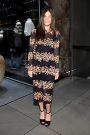 For her footwear, Julia Restoin-Roitfeld opted for simple black platform sandals.
