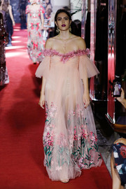Amelia Hamlin looked breathtaking in a floral-embroidered blush off-the-shoulder gown while walking the Dolce & Gabbana runway.
