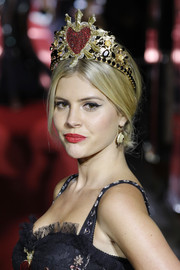 Lala Rudge got dolled up with a heart tiara for the Dolce & Gabbana runway show.