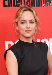 Dakota Johnson attended the 'Don Jon' premiere wearing her hair in a messy loose ponytail.