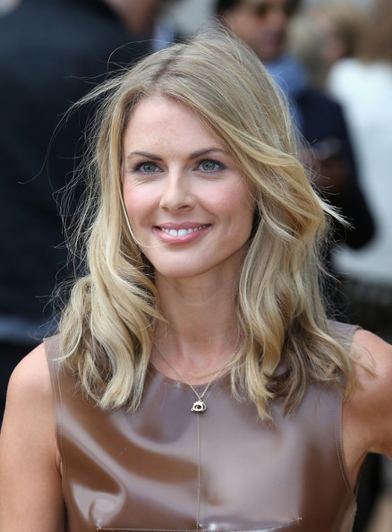 Donna Air Medium Wavy Cut