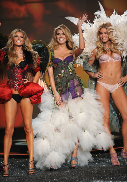 2009 Victoria's Secret Fashion Show - Runway
