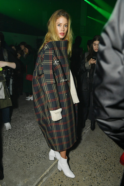Doutzen Kroes Printed Coat [clothing,tartan,plaid,outerwear,fashion,pattern,textile,design,street fashion,event,raf simons,doutzen kroes,front row,new york city,new york fashion week,runway show,mens]