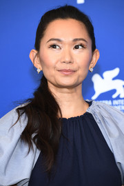 Hong Chau sported a casual side-swept ponytail at the Venice Film Festival photocall for 'Downsizing.'