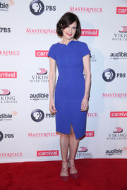 Elizabeth McGovern showed off her shape in a fitted blue dress, accented with a wavy row of buttons down the front, during the 'Downton Abbey' series season six premiere.