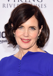 Elizabeth McGovern looked chic with her bouncy bob at the premiere of 'Downton Abbey' season 6.