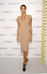 Stacy wore a fitted nude dress with a V-neckline and square shoulders to the Clinique Dramatically Different Party.