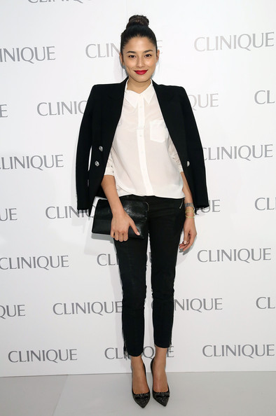Jessica Gomes sported black skinny pants for a totally sophisticated look.
