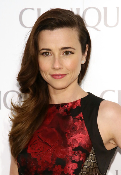 More Pics of Linda Cardellini Side Sweep (1 of 10) - Side Sweep Lookbook - StyleBistro