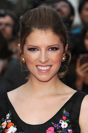 Anna Kendrick amped up the ladylike vibe with a pair of flower-shaped gemstone studs.