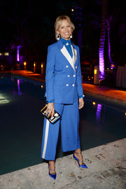 Karolina Kurkova complemented her suit with strappy blue pumps by Malone Souliers.